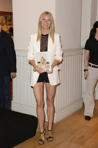 Gwynet Paltrow - Celebrities with White Blazer