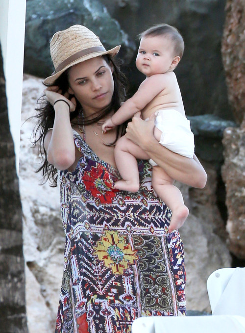 Baby Everly Tatum with Mom play in the beach.jpg