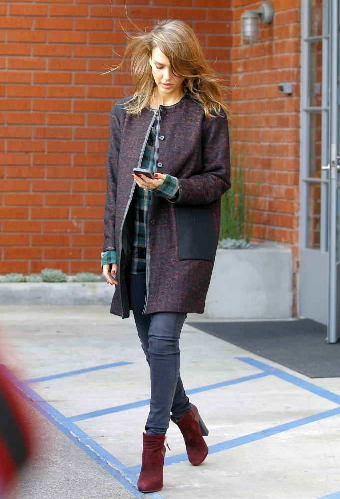 Jessica Alba wear Coat