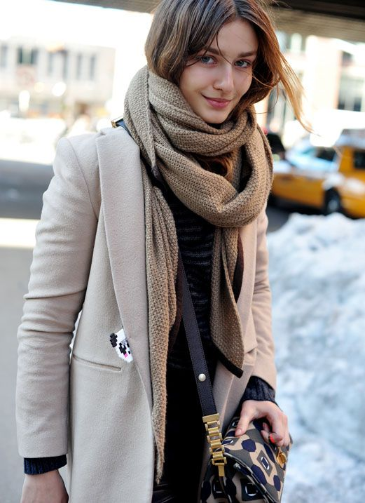 Trend Fall-Winter Looks With Knit Scarves » Celebrity ...