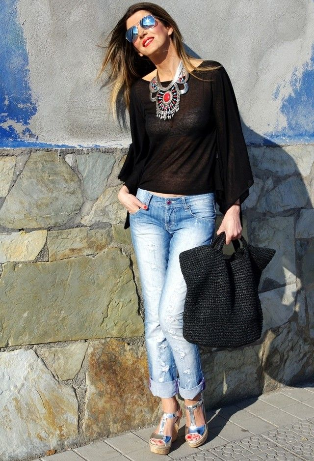 Casual Style With a statement necklace