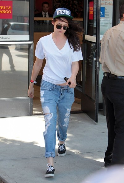 Kristen Stewart Ripped Jeans Outfit