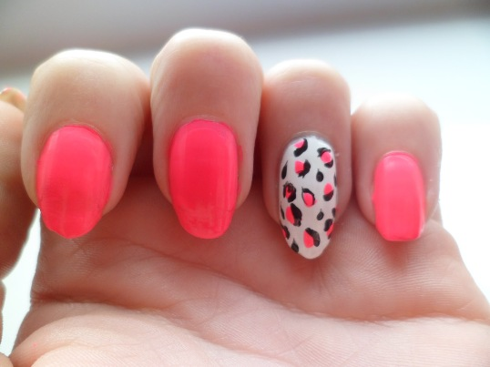 Neon Pink leopard Nails Art