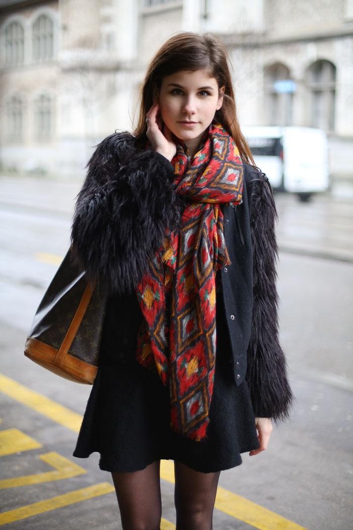 black + print scarf Outfit