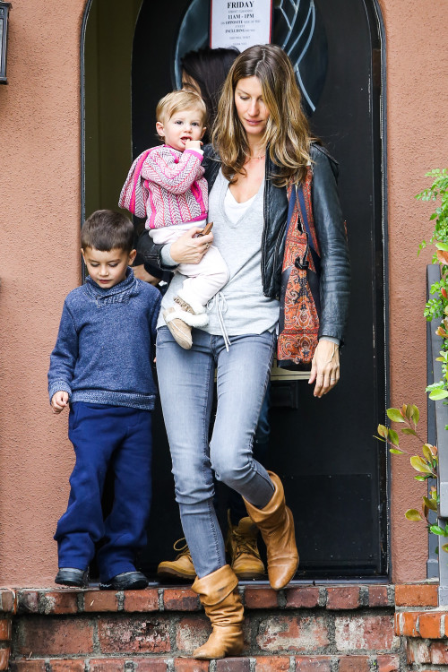 Gisele Bundchen takes her kids to see the Doctor