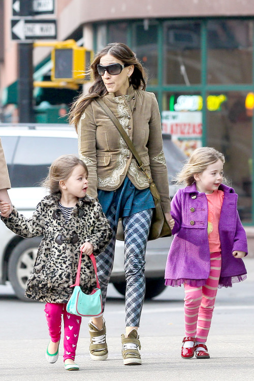 Sarah Jessica Parker takes her girls to school with a smile