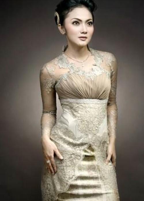 Trend Alert : Beauty Of Indonesian Kebaya