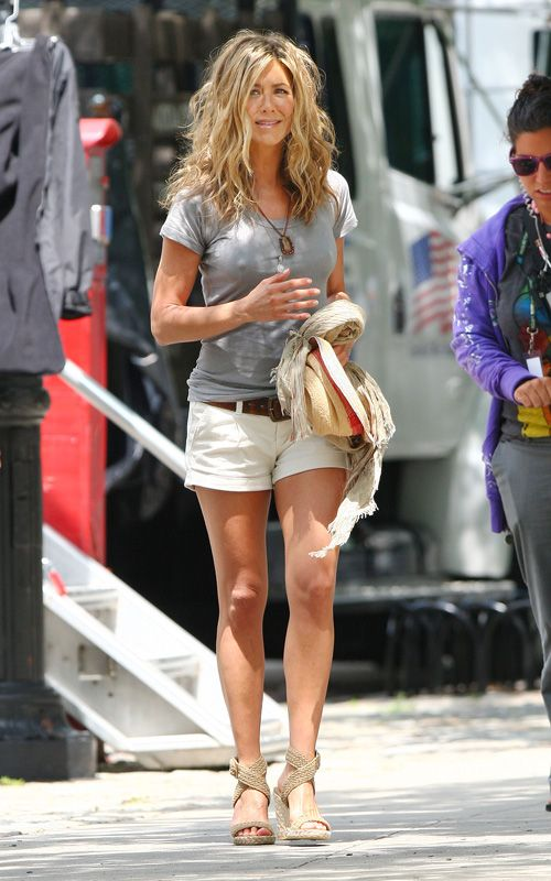 Jennifer aniston sexy legs