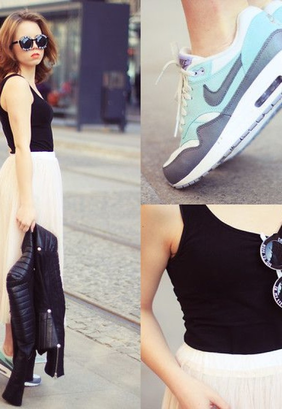 meet 72b37 5706a Nike Air Max Sneakers Street Outfit Inspirations (Women). 2
