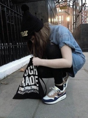Nike Air Max Sneakers Street Outfit Inspirations (Women)