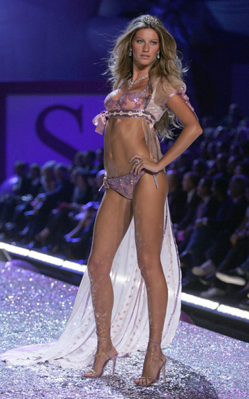 Victoria's Secret Fashion Show, November 2005