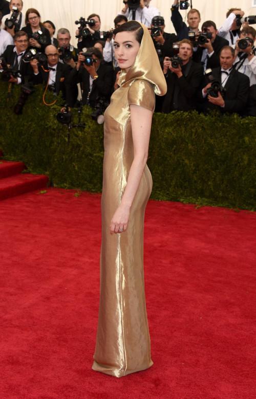 Anne-Hathaway MET gala 2015