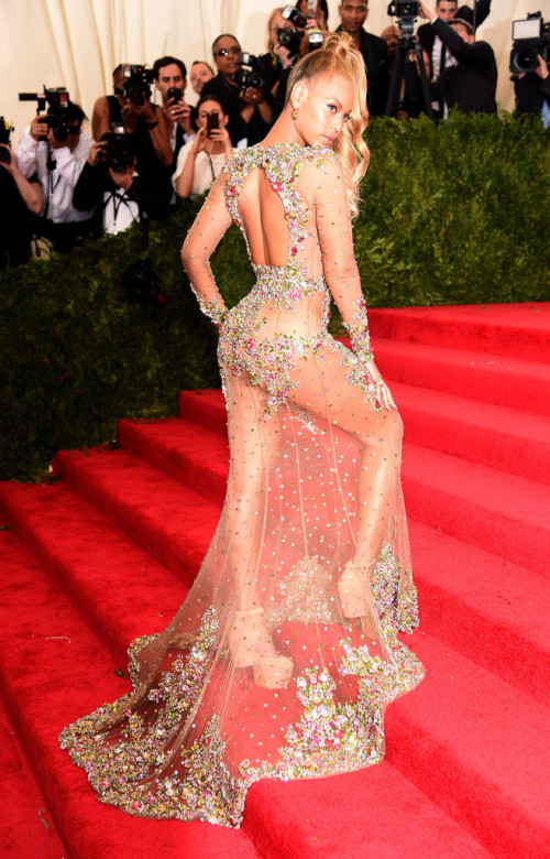 Beyoncé at Met Gala 2015