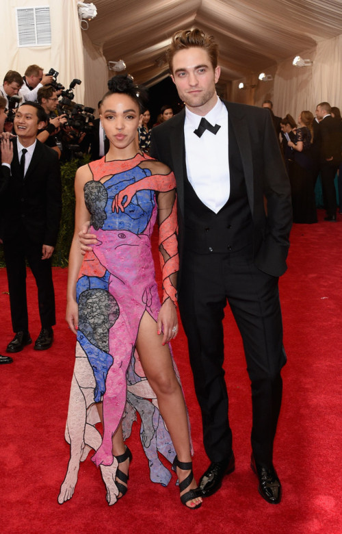 Robert-Pattinson-FKA-Twigs at Met gala 2015
