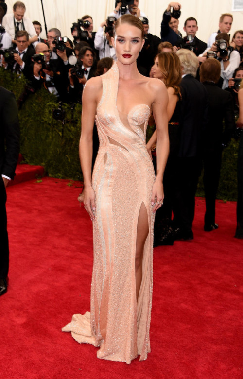 Rosie-Huntington-Whiteley At Met gala 2015