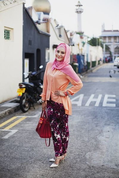How To Look Fashionable With Hijab Fashion Outfit Celebrity Fashion Outfit Trends And Beauty Tips