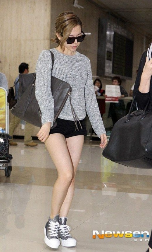 SNSD Sunny Airport Outfit
