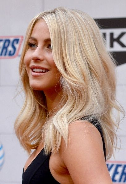 Gorgeous Medium Wavy Blond Haircut