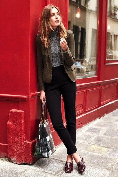 Nandja Bender - casual blazer, knit turtleneck, black pants, printed tote & burgundy loafers