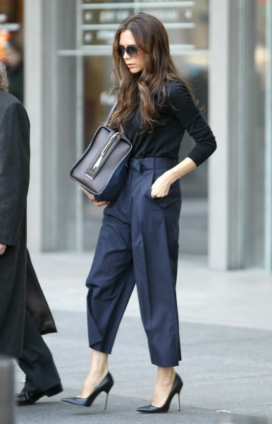 VB looking completely fabulous in navy & black in NYC.