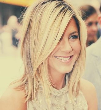 jennifer Anniston Medium Haircut for Thick Hair