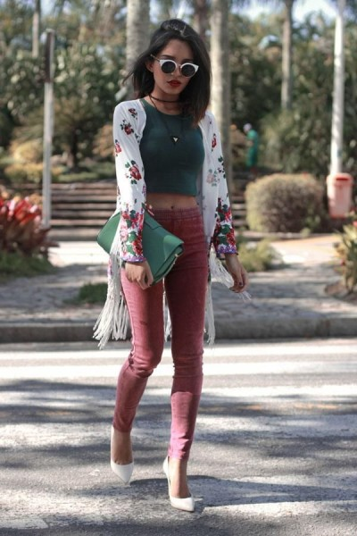 white fringed kimono with floral print, worn with a hunter green crop top, cat eye sunglasses, rose colored skinny jeans, and white pointy toe pumps.