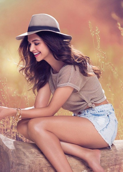 Deepika Padukone Style : Be Casual as Usual