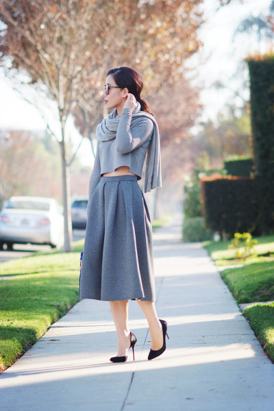 1.-knitted-scarf-and-top-with-cashmere-skirt