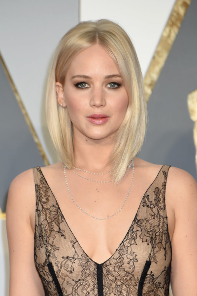 Jennifer's platinum lob stunned against her lacy gown.