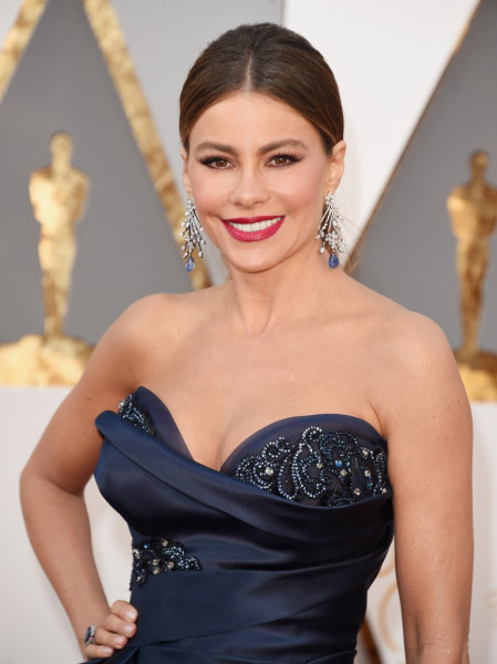 Sofia made her look extraglam with a glossy red lip.