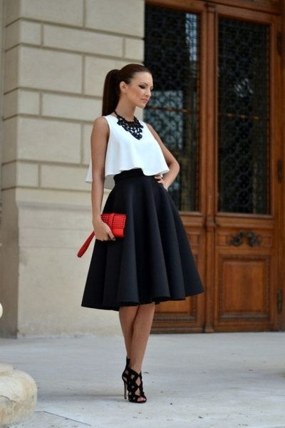 Take a look at the following images full of chic and elegant Valentine's date outfits and plan your own.