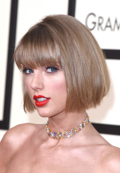 Taylor Swift debuted a bob with eye-grazing bangs during the Grammys.