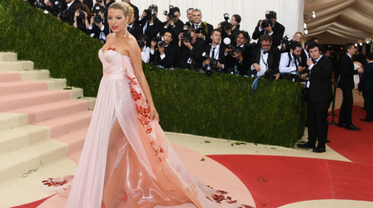 Blake Lively Baby-bump Debut at the Met Gala 2016