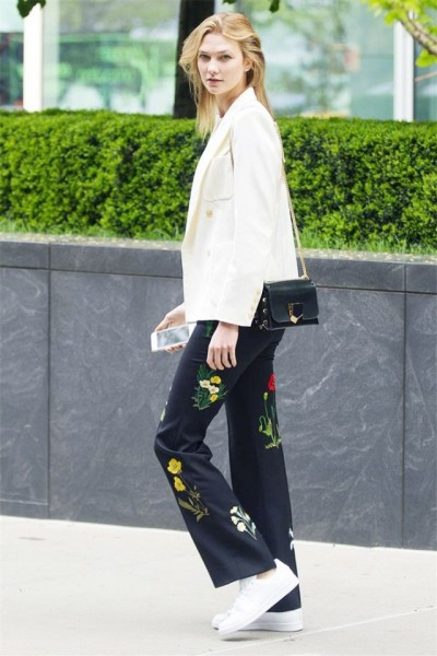 The model stepped out in NYC wearing an unlikely outfit combo that not only works but looks absolutely amazing to boot.