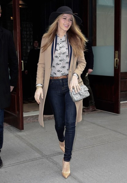 Blake Lively paraded her shapely legs in a pair of skinny jeans while out and about in New York City.