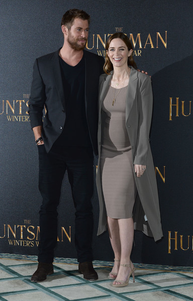 Emily Blunt opted for a simple yet stylish ribbed knit dress by Narciso Rodriguez for the 'Huntsman Winter's War' photocall.