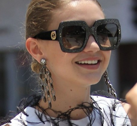 Gigi Hadid looked diva-ish wearing these oversized Gucci sunnies! By Gucci