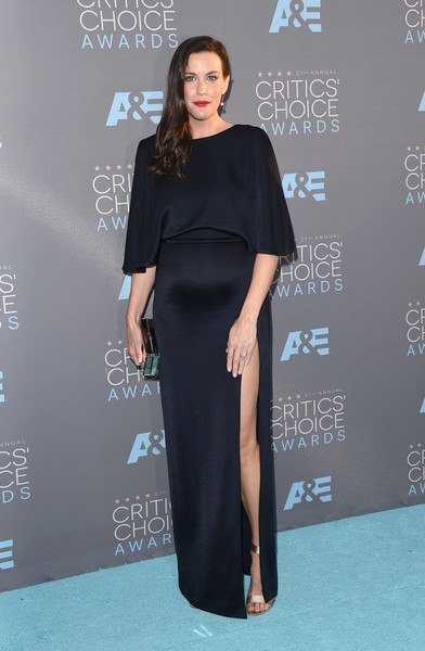 Liv Tyler showed off her sultry maternity style at the Critics' Choice Awards in a midnight-blue Cushnie et Ochs gown with dolman sleeves and a thigh-high slit.