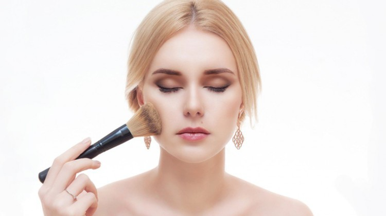 6 Top Recommended Compact Powders For Oily Skin