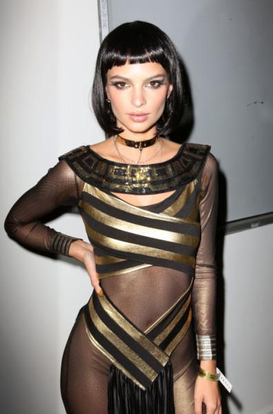 Emily Ratajkowski As modern Cleopatra.