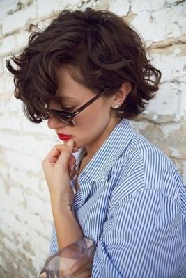 2017 Trend Hairstyle: Cute Short Curls!via pophaircuts