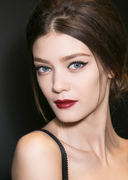 Simple Winged Eye with Red Lips