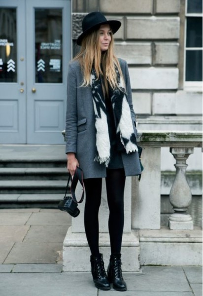 ake an all black look and add a long charcoal blazer and a printed scarf.