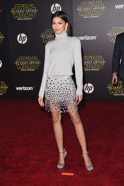 Zendaya Coleman attended the 'Star Wars The Force Awakens' premiere wearing a basic gray turtleneck.