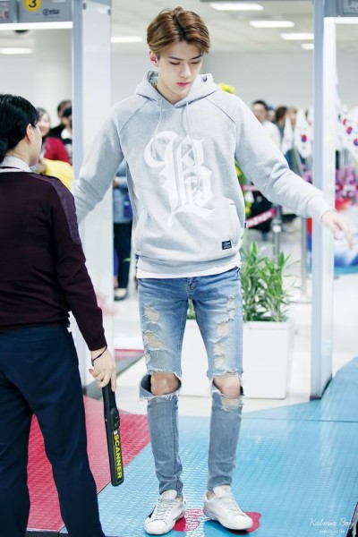 Boys Outfit Ideas From K-Pop Airport Fashion Style U00bb Celebrity Fashion Outfit Trends And Beauty ...