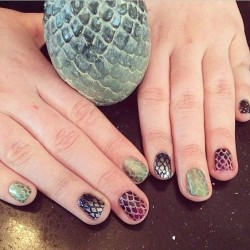 via Game of Thrones House Stark Petite Peinture Nail Art