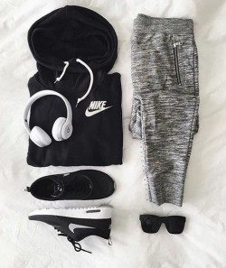 nike, sports pants, grey pants, grey sweatpants, nike sweater, black hoodie, sportswear, nike sneakers