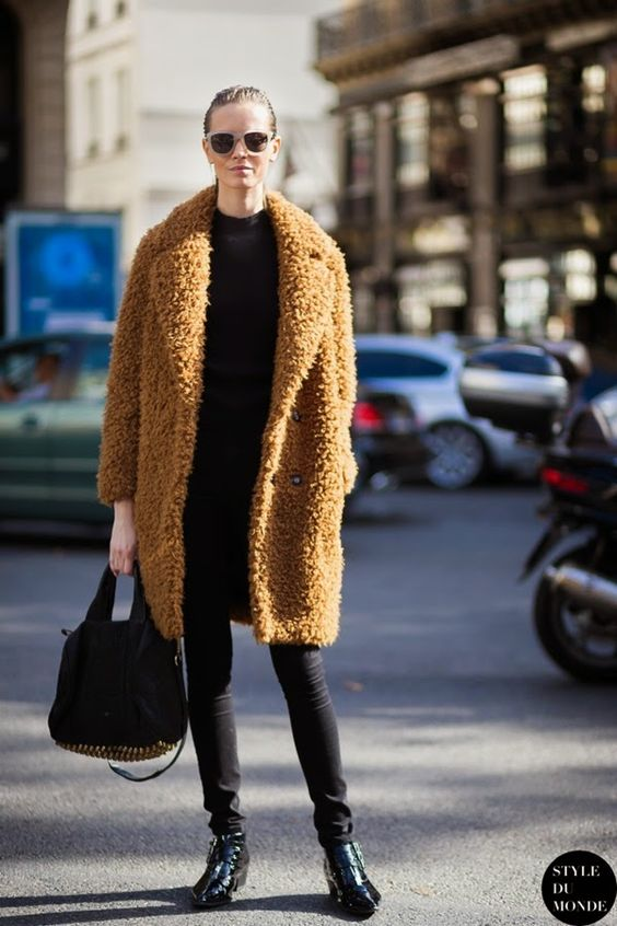 Fur Coat via mepasoeldiacomprando.com