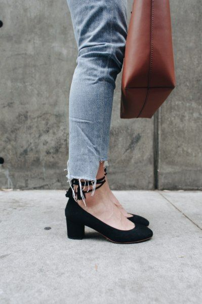 The Basic Mid Heels That Looks Good To Wear With ...