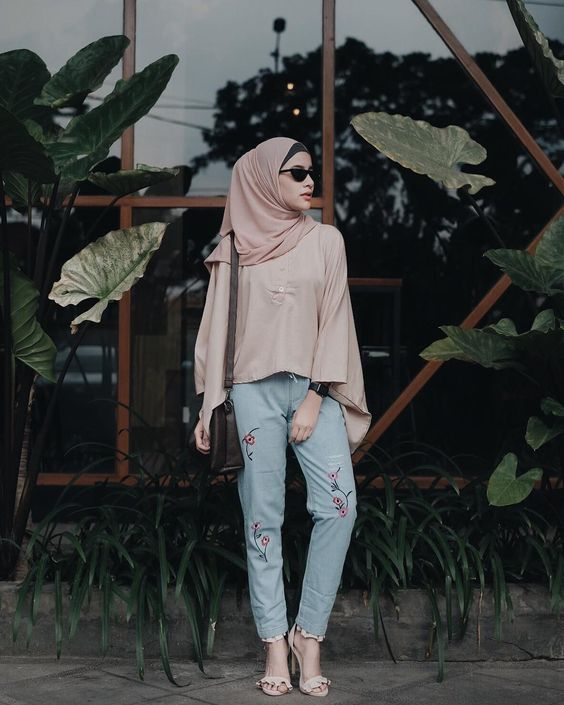 via @adarkurdish The Hijab Fashion Trend For Spring 2018 Everyone Is  Already Googling